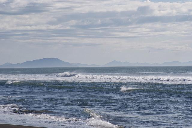 Подростка чуть не смыло в океан / Фото Flickr/k snark