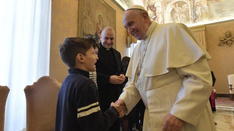 """Папа Римський на зустрічі з дітьми з італійської """"Католицької дії"""" / Vatican Media"""