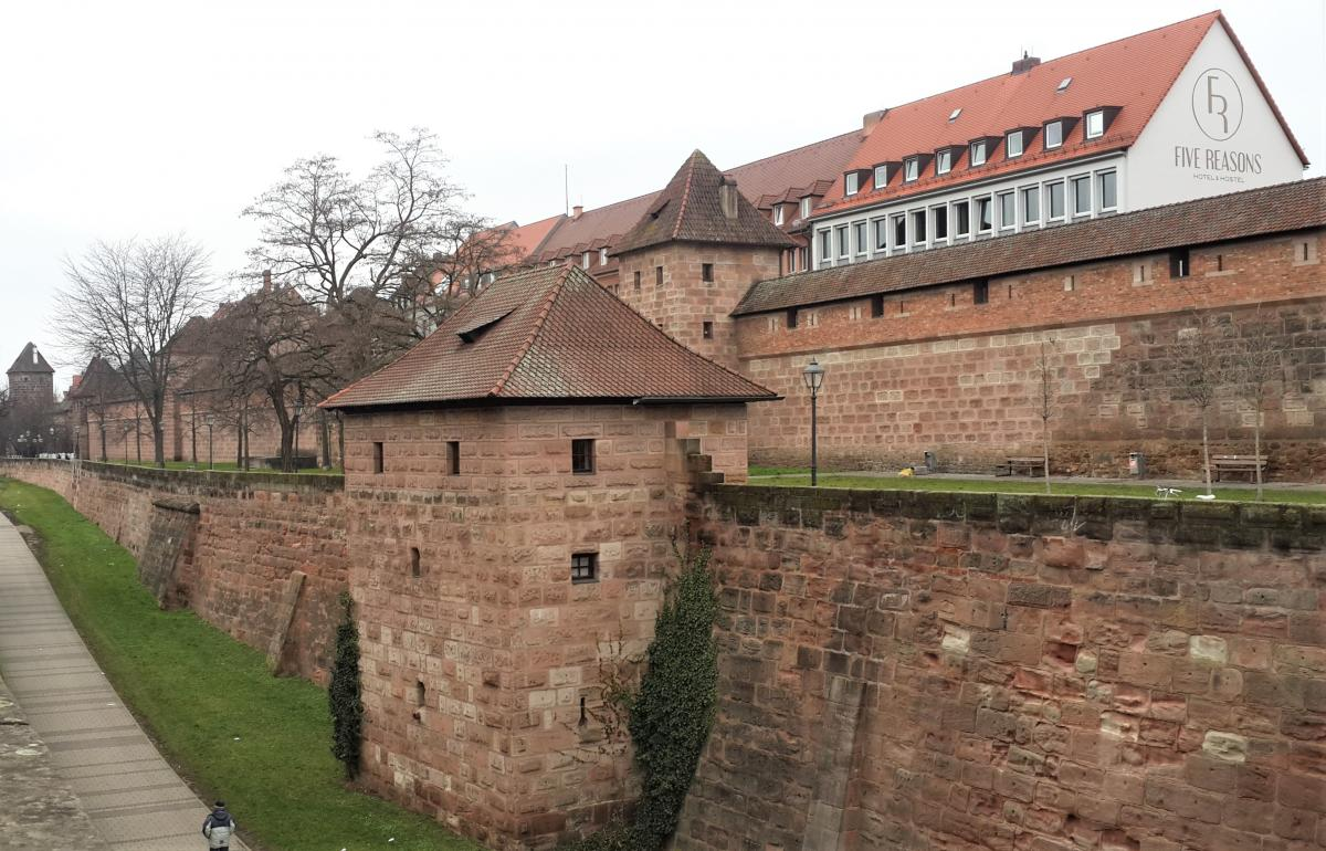 Стена Frauentormauer на выходе из Старого города / Фото Марина Григоренко