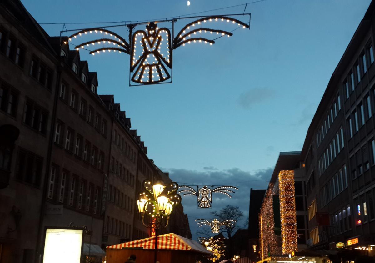 Ангел - символ Christkindlesmarkt в Нюрнберге / Фото Марина Григоренко