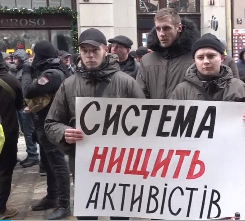Участники акции прошли колонной от здания прокуратуры Львовской области под стены Нацполиции / скрин видео