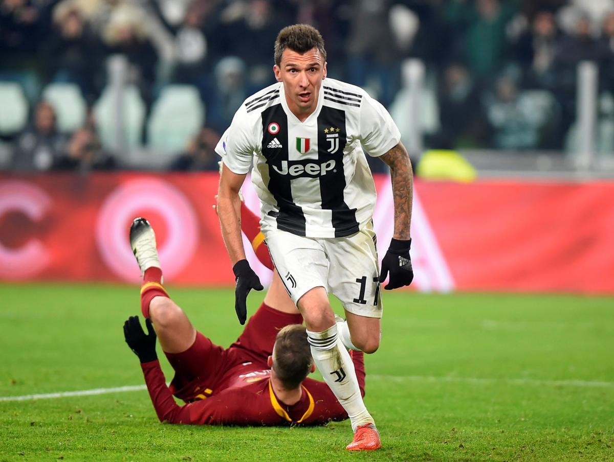 Марио Манджукич забил победный гол Ювентуса в ворота Ромы / Reuters