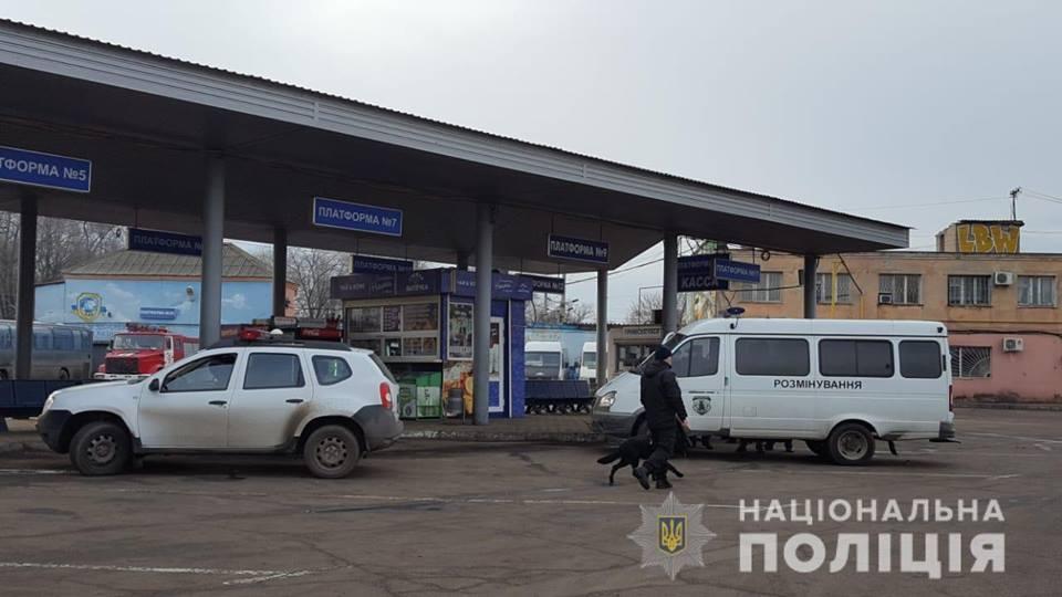 Анонимное сообщение о минировании автостанции поступило правоохранителям сегодня / фото: Нацполиция