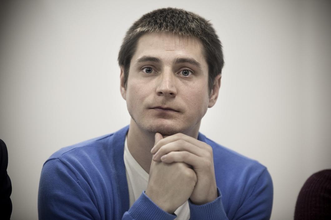 От Лапунова требовали, в том числе, выдать чеченцев, с которыми он вступал в близкие отношения / фото Новая газета