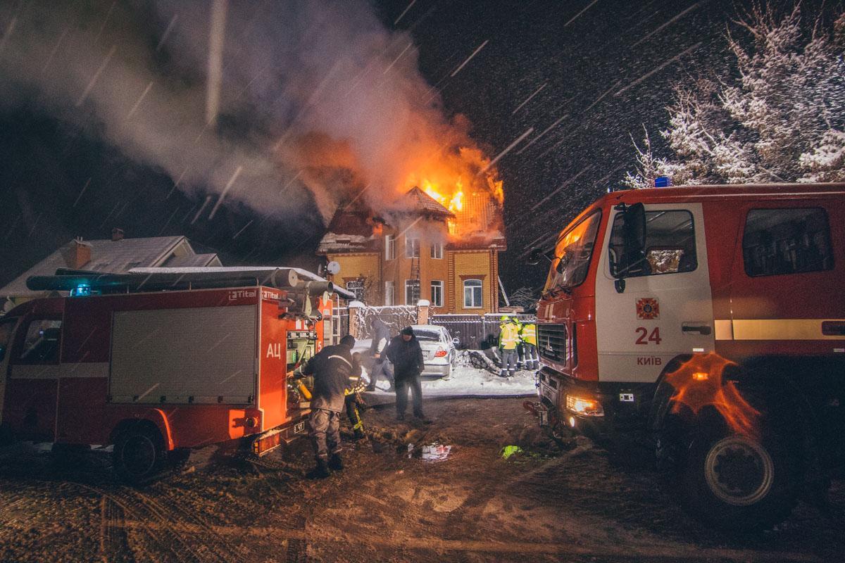 У Києві сталася масштабна пожежа / фото kiev.informator.ua