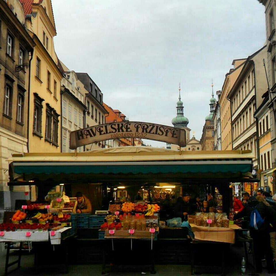 Старинный Гавельский рынок, где можно купить сувениры на любой вкус / фото: Ольга Броскова