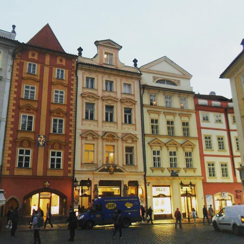 """Рестораны и отели в Праге часто располагаются в таких вот """"сказочных"""" зданиях / фото: Ольга Броскова"""