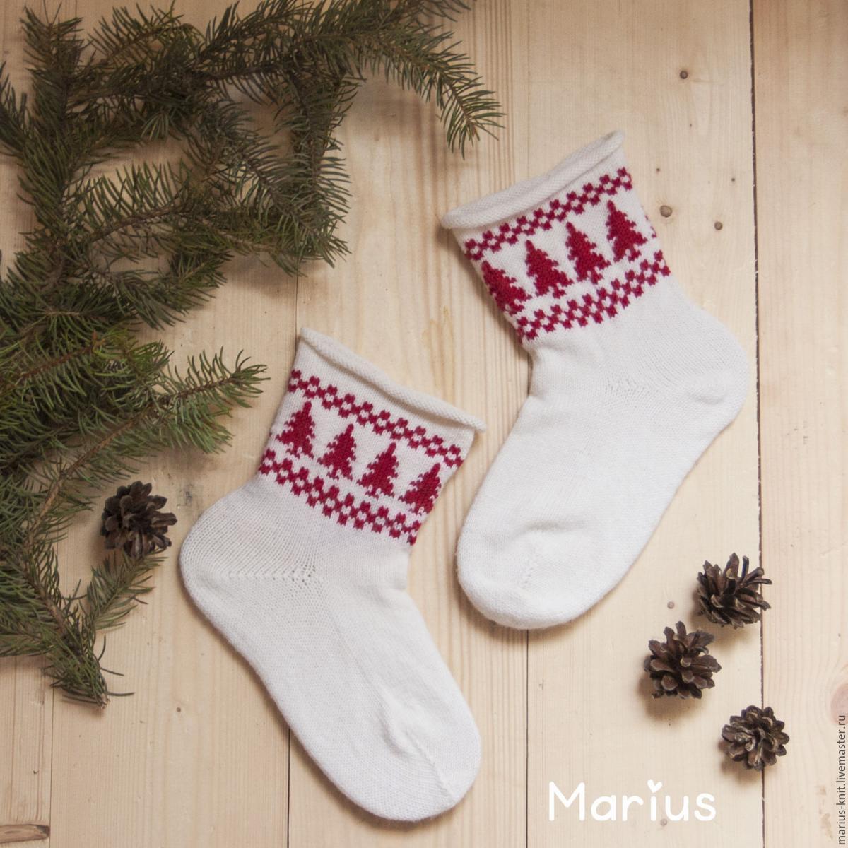 Чудовим подарунком для чоловіка стануть в'язані шкарпетки / фото Marius