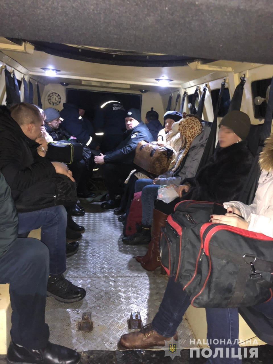 За сегодняшний день оказана помощь более 260 людям / фото npu.gov.ua