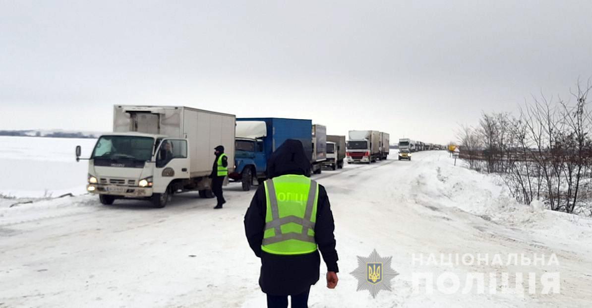 Обмеження руху на дорогах Полтавщини діятимуть щонайменше до27 грудня / фото npu.gov.ua