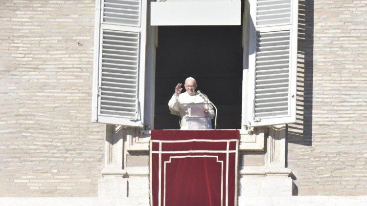 Папа Римский на площади Святого Петра / vaticannews.va