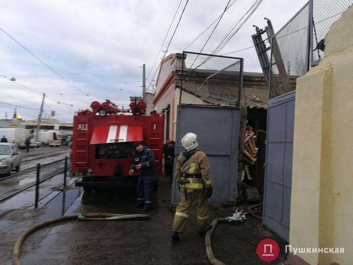 Пожар произошел на площади 50 м. кв. / фото pushkinska.net
