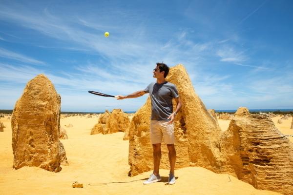 Роджер Федерер сыграл в теннисв пустыне / Keystone