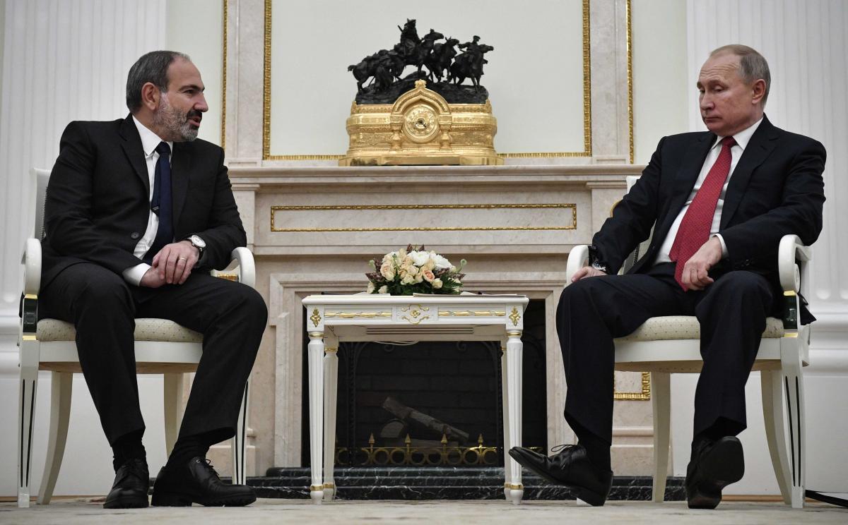 После начала эскалации войны президент Армении Никол Пашинян уже не раз связывался по телефону с Путиным/ иллюстрация REUTERS