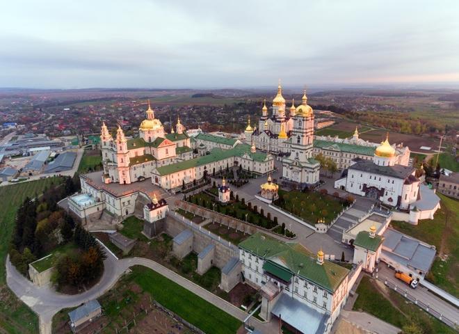 Після неодноразових звернень Кабмін нещодавно врешті повернув Почаївську лавру до складу Кременецького історико-архітектурного заповідника / фото travel.tochka.net