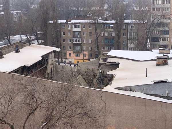"""Повреждены несущие конструкции, стены и крыша / фото """"Днепр вечерний"""""""