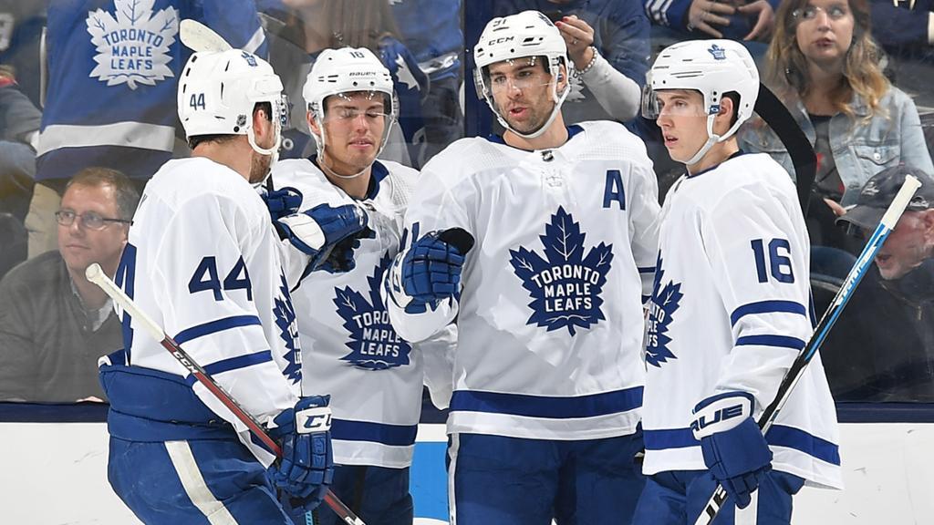 Игроки Торонто выиграли пятый матч подряд в регулярном чемпионате НХЛ / Reuters