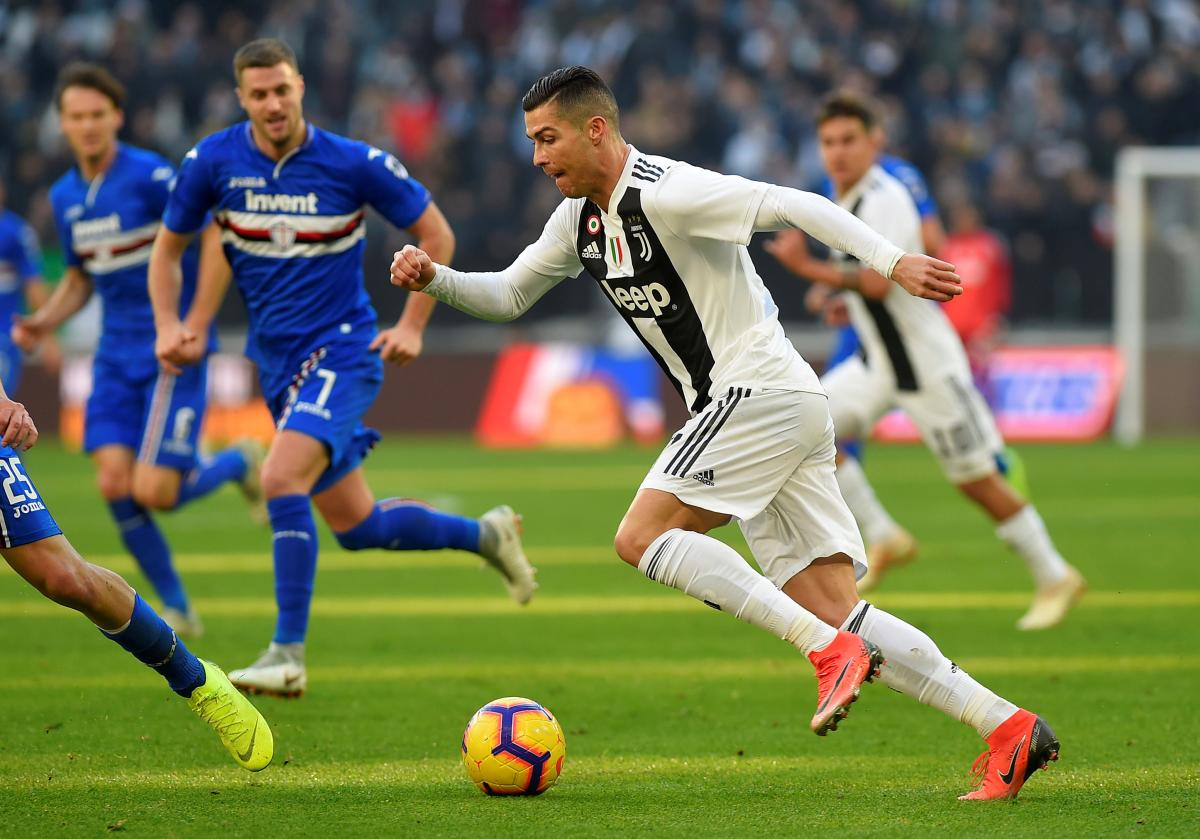 Роналду забил два гола в ворота Сампдории в матче чемпионата Италии / Reuters