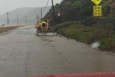 Потужні дощі затопили Каліфорнію (фото, відео)