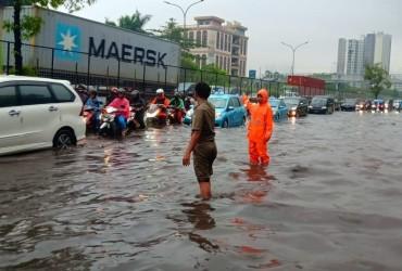 В Індонезії в результаті повеней загинули 11 людей (відео)
