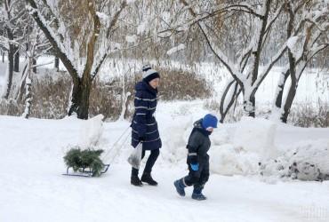 До 20 сантиметрів снігу: по всій території України, крім заходу, оголошено штормове попередження