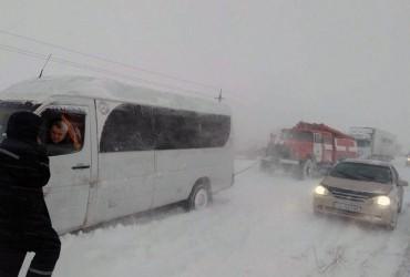 В Одеській та Кіровоградській областях обмежили рух вантажівок через негоду