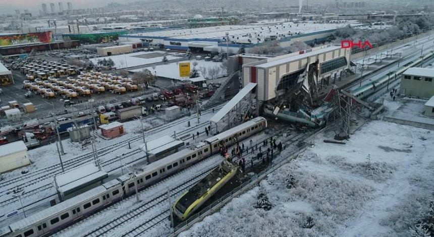 В результате крушения поезда в Анкаре ранены более 40 человек, есть погибшие (фото)