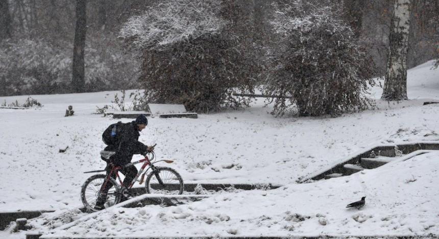 Одесу засипає снігом: на дорогах утворилися великі пробки