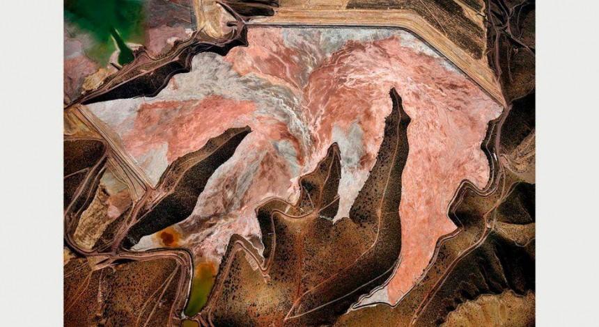 """Фотограф показал """"шрамы"""" на теле Земли, сделанные руками человека (фото)"""