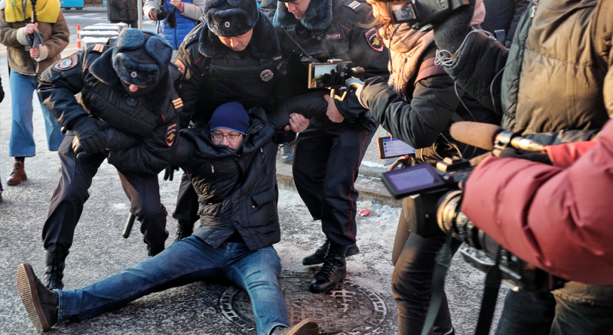 Moscow police slam on rally against war with Ukraine (photo, video)