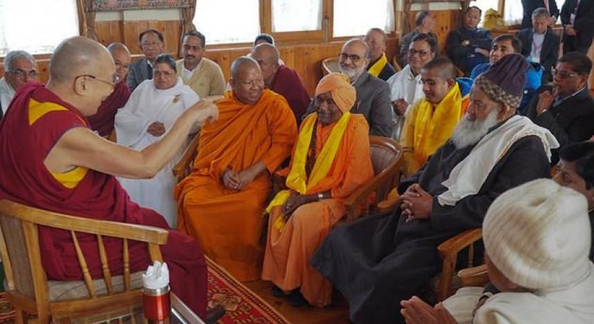 Далай лама заявив, що система освіти має вчити, як бути щасливим