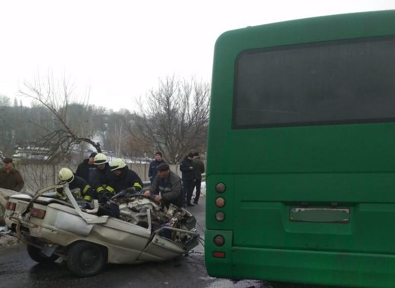 В Обухове В ДТП с маршруткой погибли три человека / фото kv.npu.gov.ua