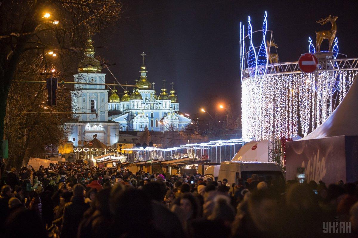 15 тысяч киевлян и гостей города встретили Новый 2019 год на Софийской и Контрактовой площадях / фото УНИАН