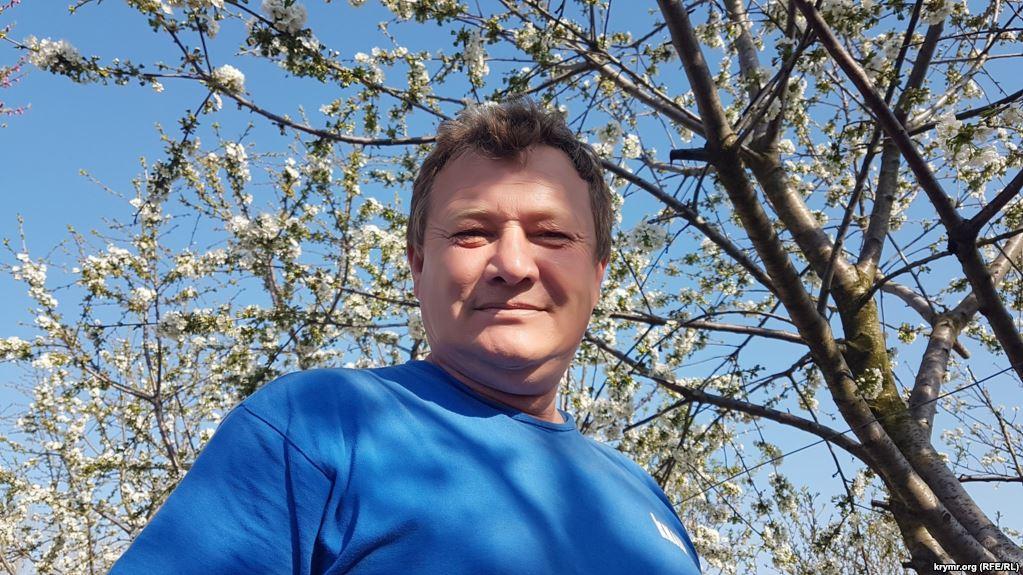 В оккупированном Крыму неизвестный напал на активиста Ризу Асанова / Крым.Реалии