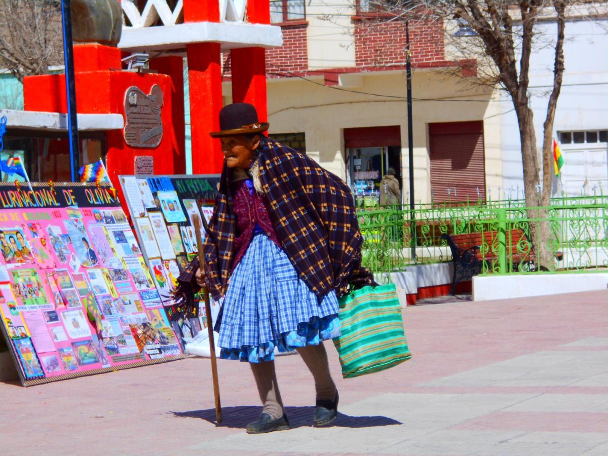 Жінка у традиційному одязі в Болівії / Фото Олександр Волощук
