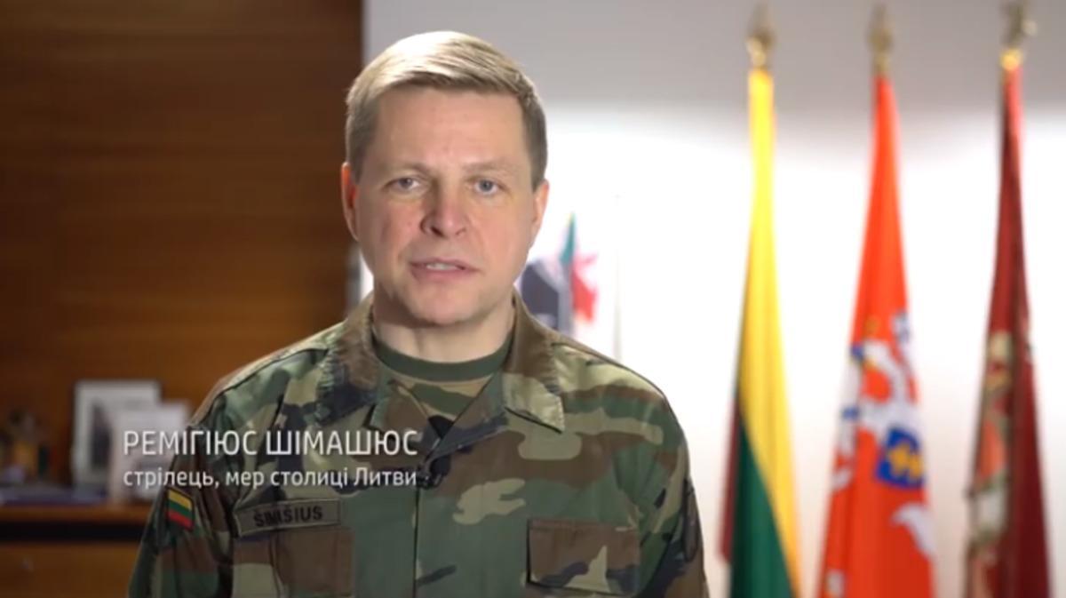 К поздравлению присоединился мэр Вильнюса Ремигиюс Шимашюс /facebook.com/LSSparamosUkrainaigrupe