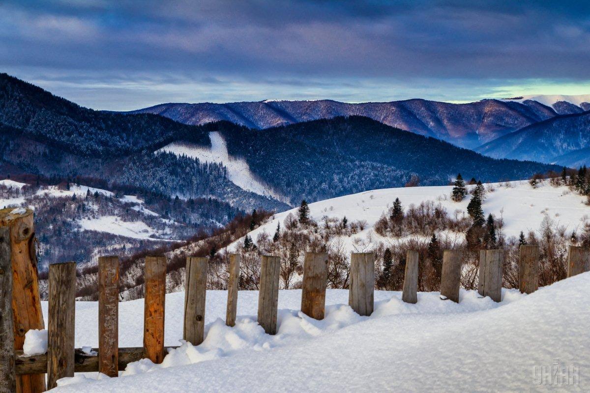 На Закарпатье из-за снегопадов существует высокаяопасность схода лавин / фото УНИАН