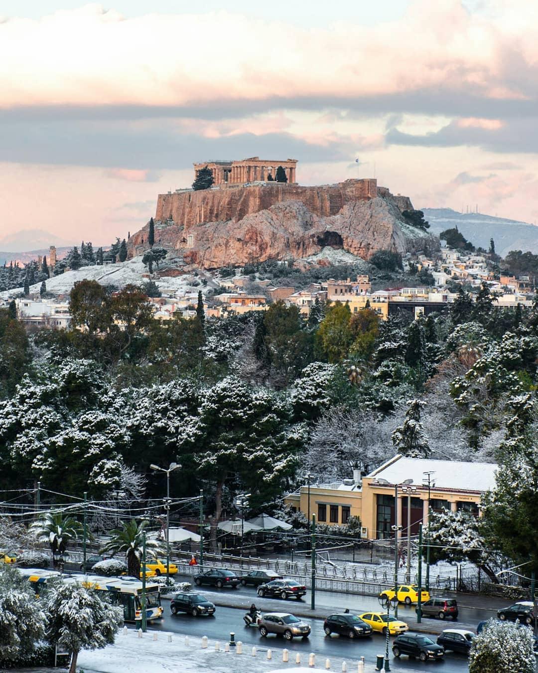 Афины засыпало снегом / www.instagram.com/alexandradts