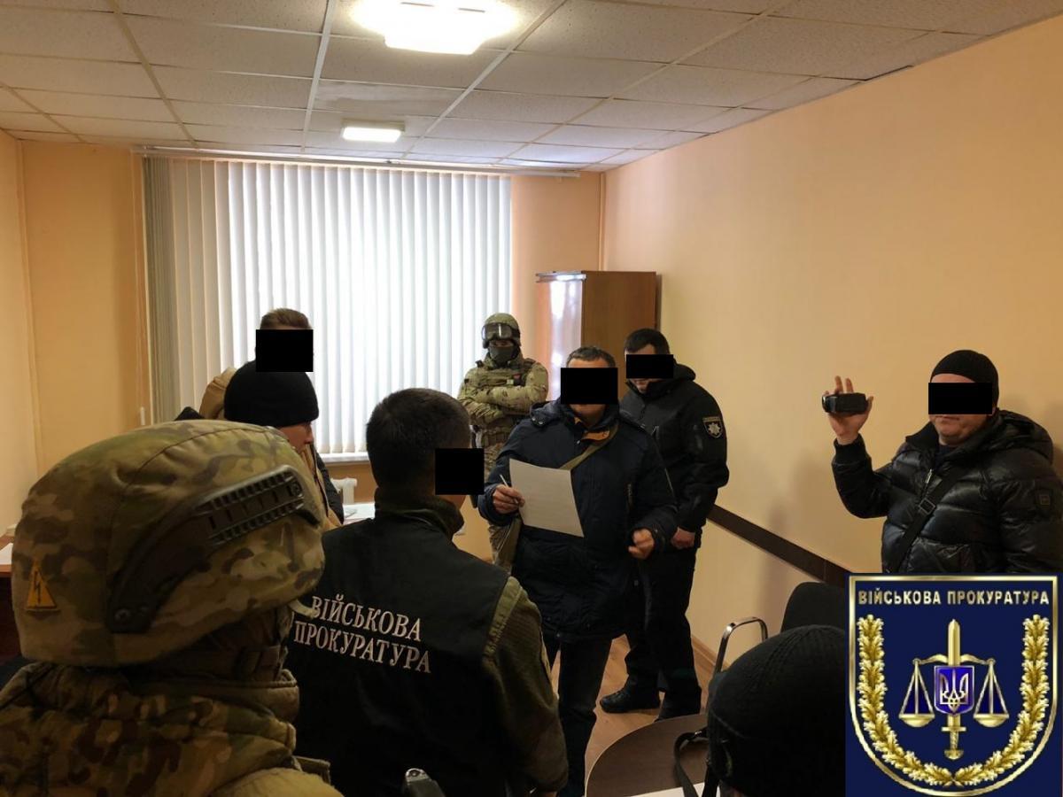 Підозрюваного затримано під час отримання хабара / фото vppdr.gp.gov.ua