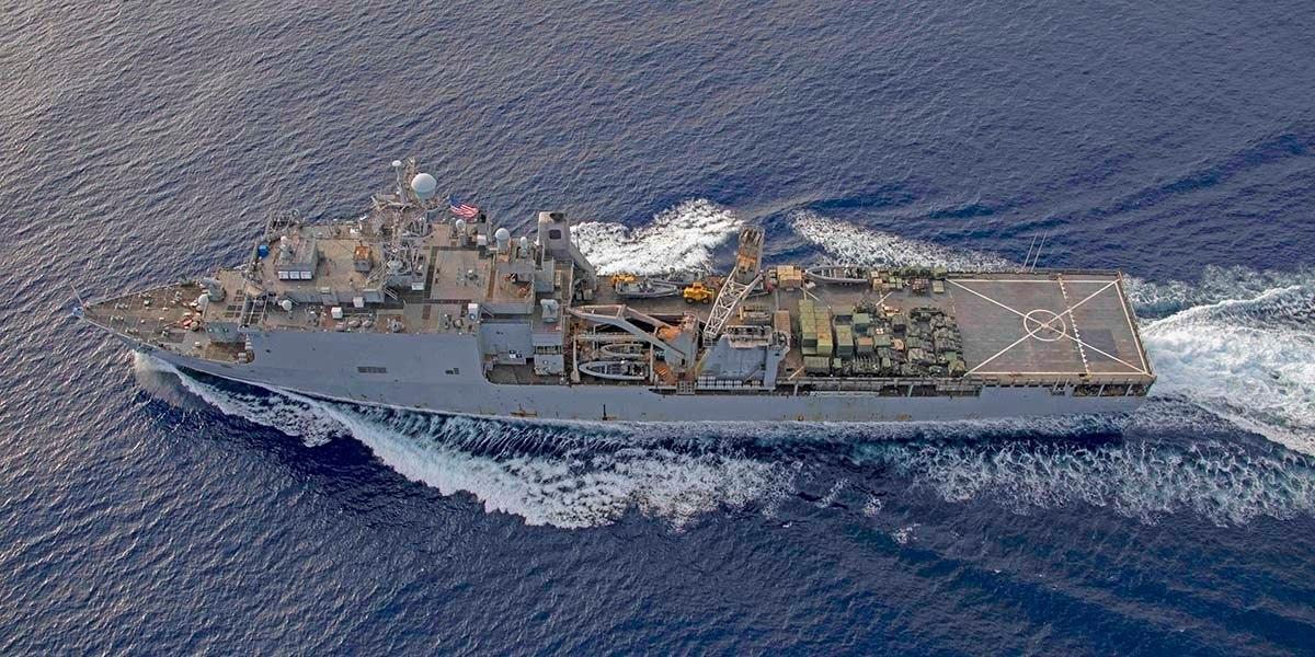 Корабль Fort McHenry в Черном море/ America'S Navy