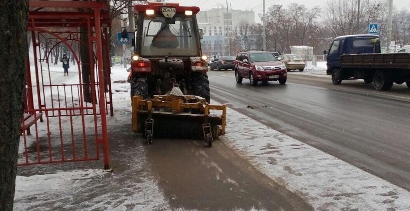 У місті чергує 383 одиниці снігоприбиральної та допоміжної техніки «Київавтодору» / фото kyivcity.gov.ua