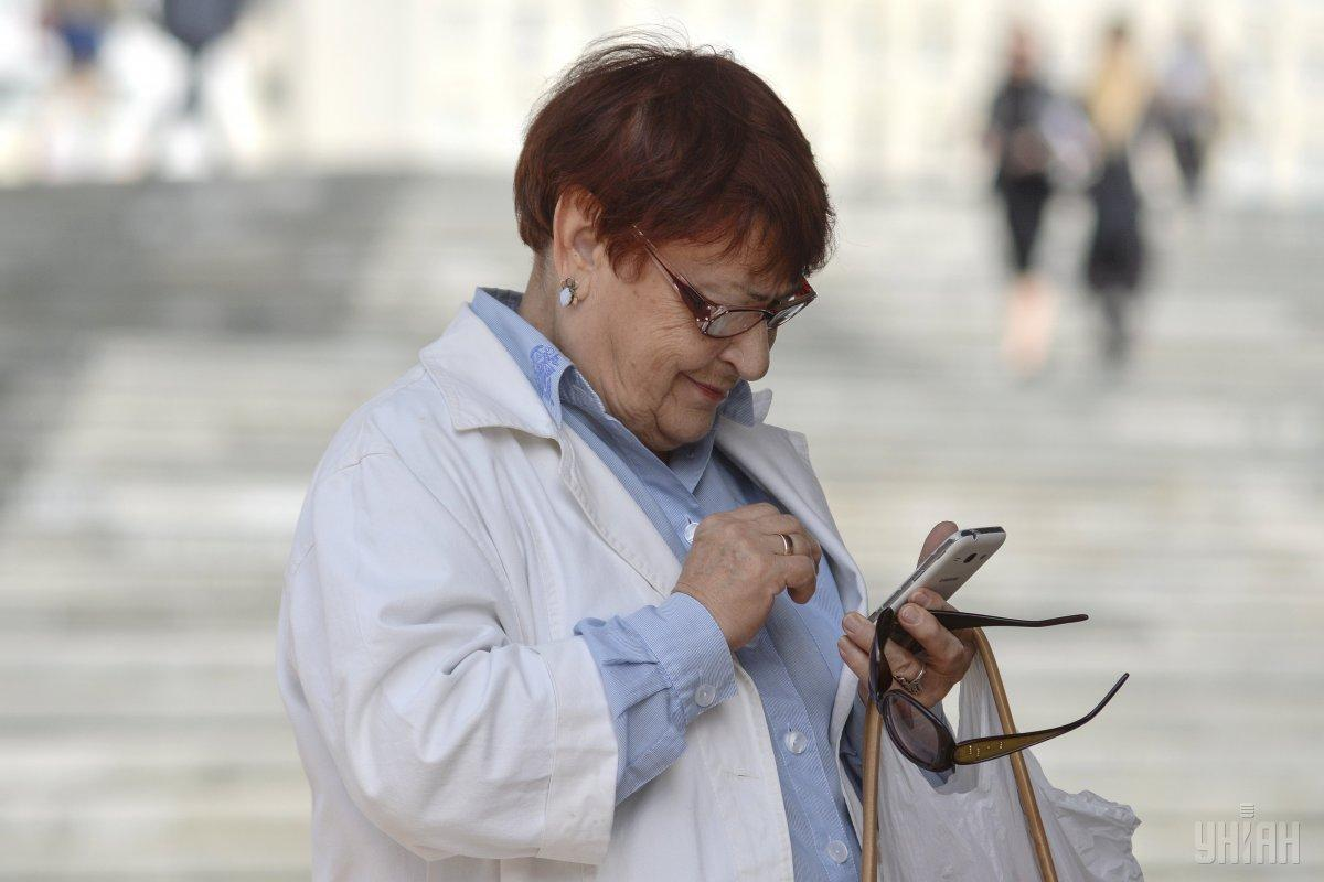Многие банковские клиенты теперь вынуждены перейти в онлайн/ фото УНИАН