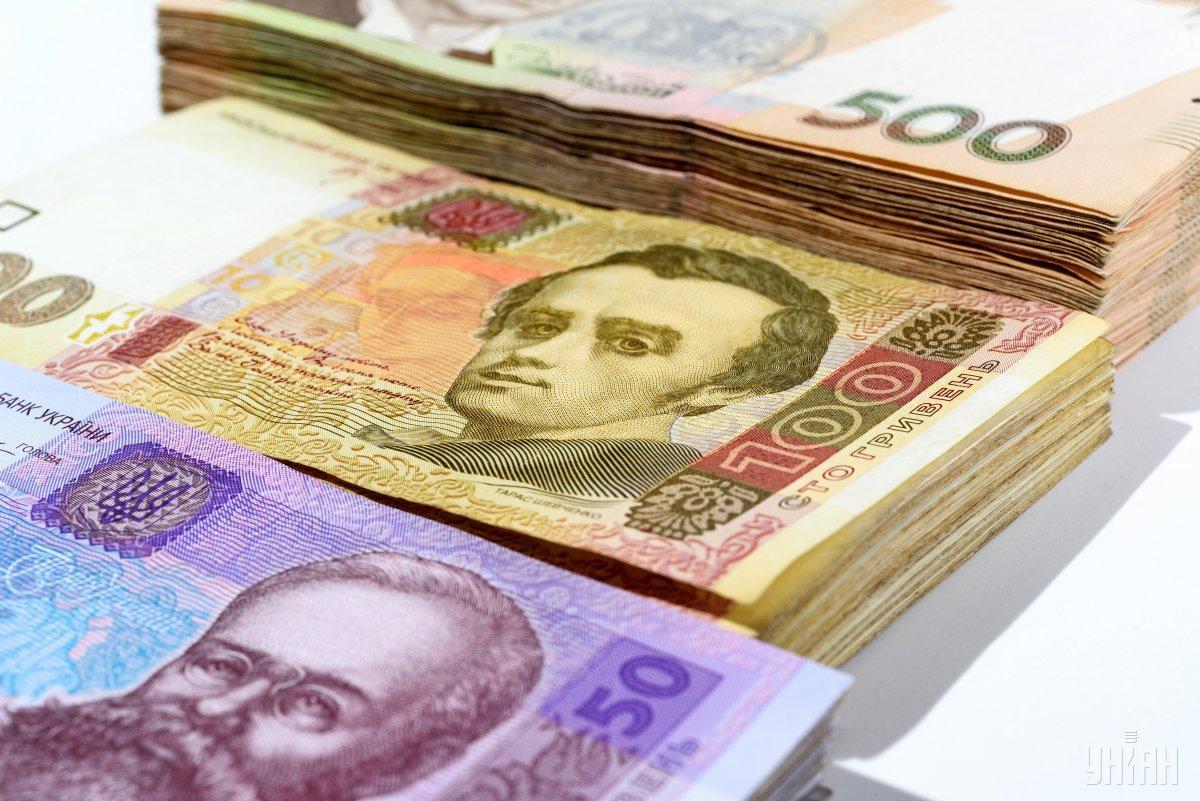 """При этом с банковской системе находится в разы меньше - """"только"""" 100 миллиардов / фото УНИАН"""