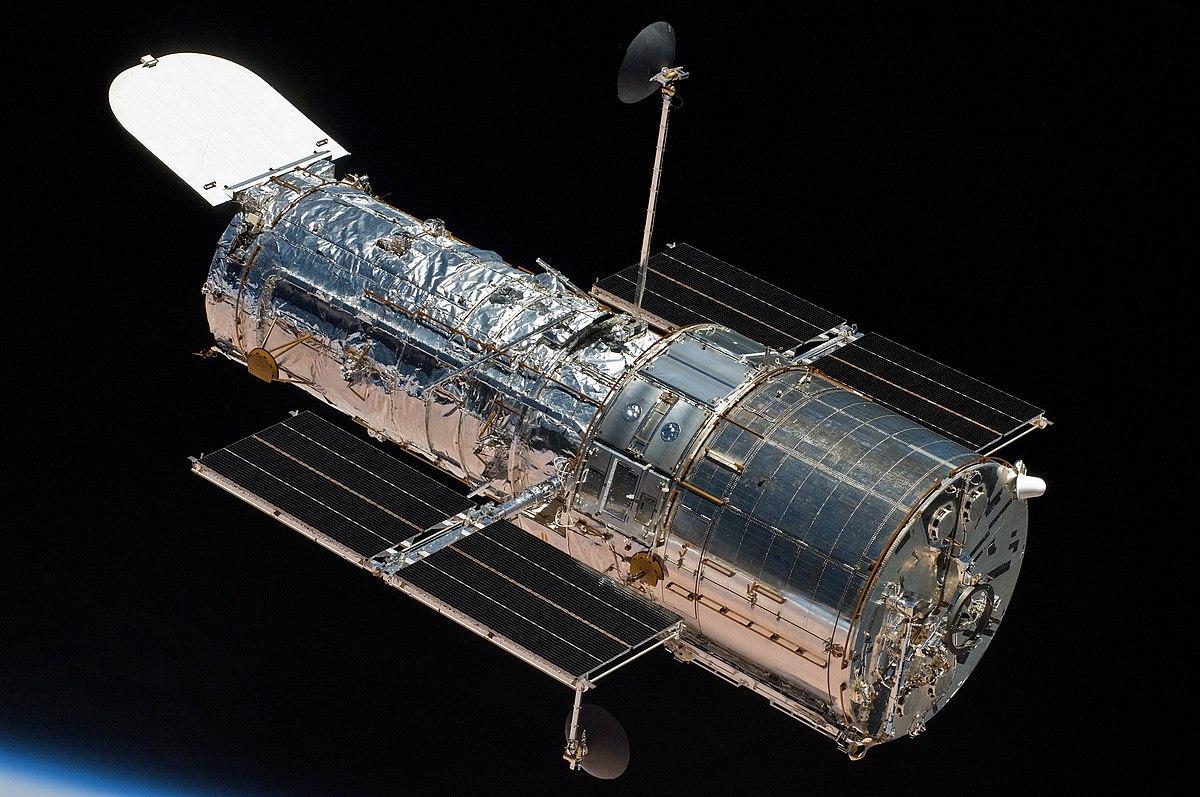 Телескоп Hubble являє собою автоматичну обсерваторію на орбіті навколо Землі \ commons.wikimedia