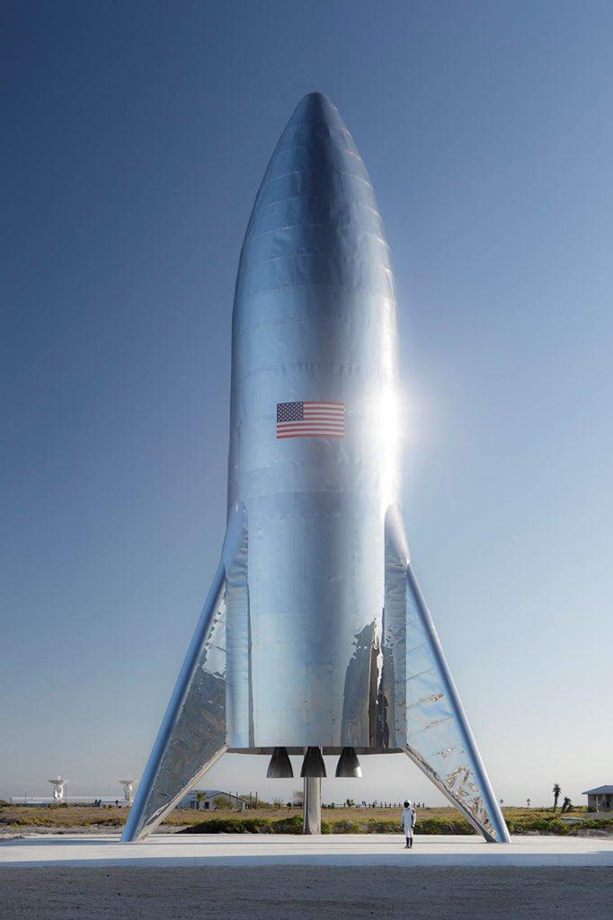 ТестоваракетаStarship на стартовому майданчику SpaceX / фото twitter.com/elonmusk