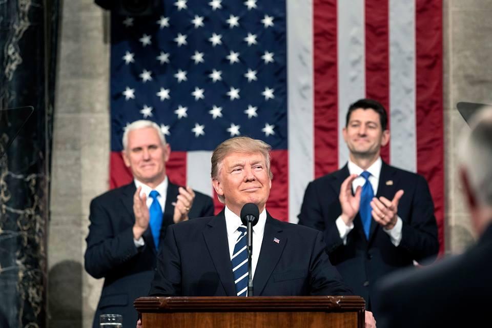 Дональд Трамп любит проводить экскурсии по Белому дому / фото Facebook/The White House