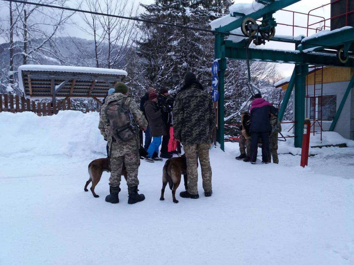 Спасатели нашли туриста, который 6 января заблудился в районе горы Гимба на Закарпатье / фото zk.dsns.gov.ua