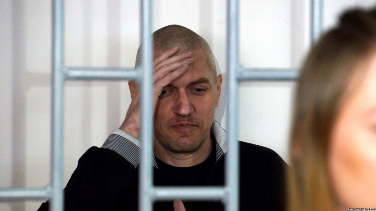 За словами правозахисниці, Стас виглядає непогано і каже, що все у нього нормально / фото radiosvoboda.org