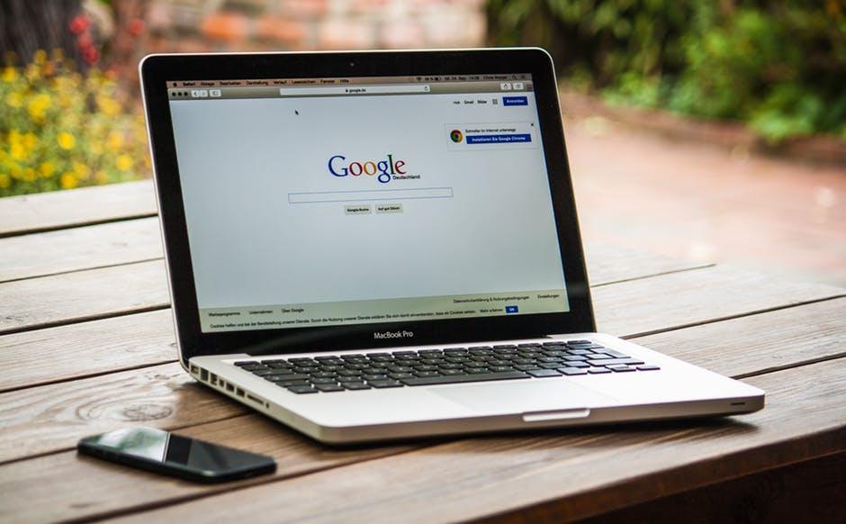 Українці можуть оплачувати покупки в інтернеті через Google Pay / фото pexels.com