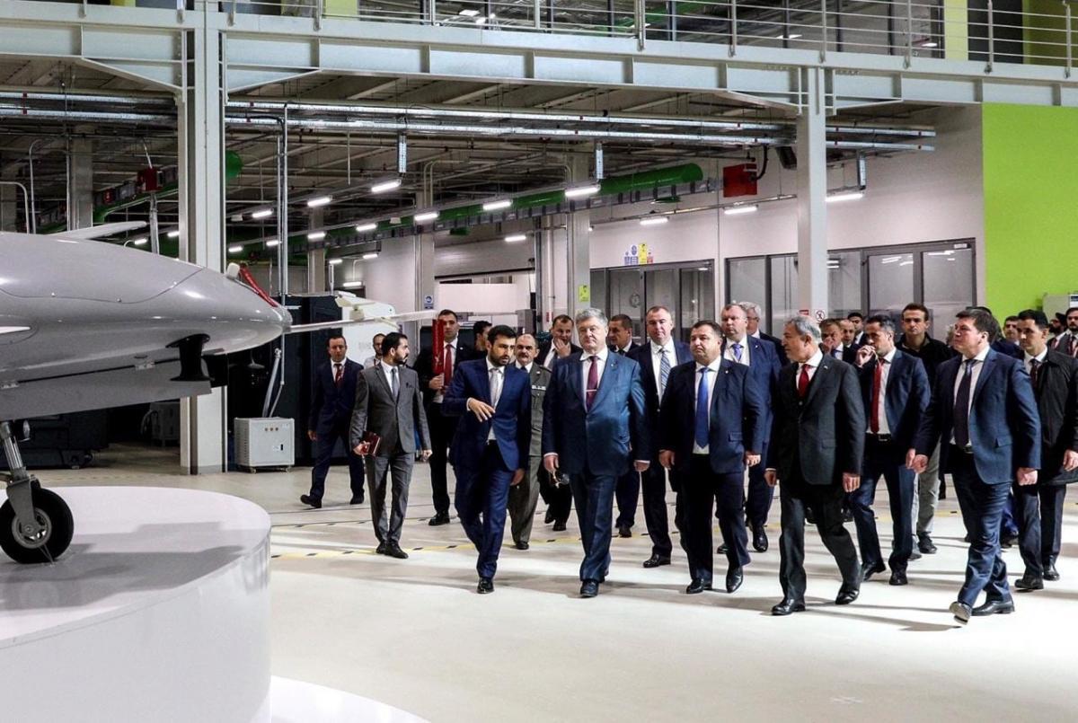 Україна домовилася з Туреччиною про закупівлю ударних дронів / фото facebook.com/petroporoshenko
